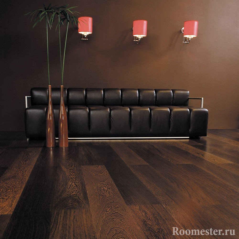 Brown walls and laminate in dark wood colors