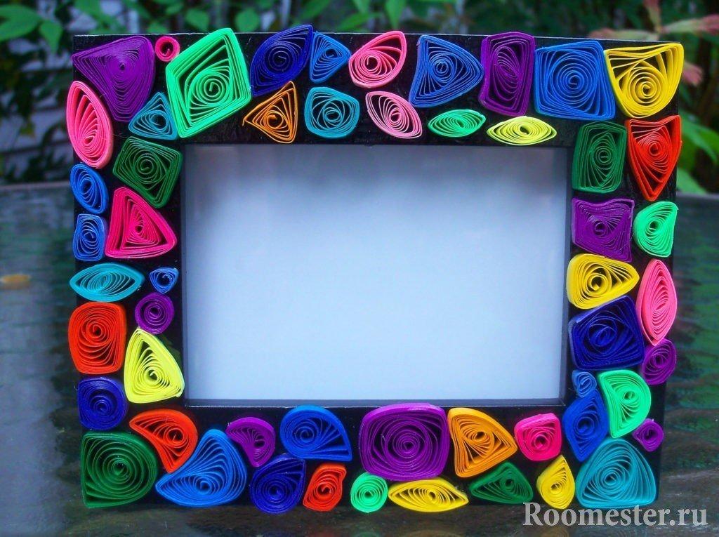 Рамка задекорированная скрученными полосками бумаги