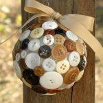 Красивый шар украшенный пуговками