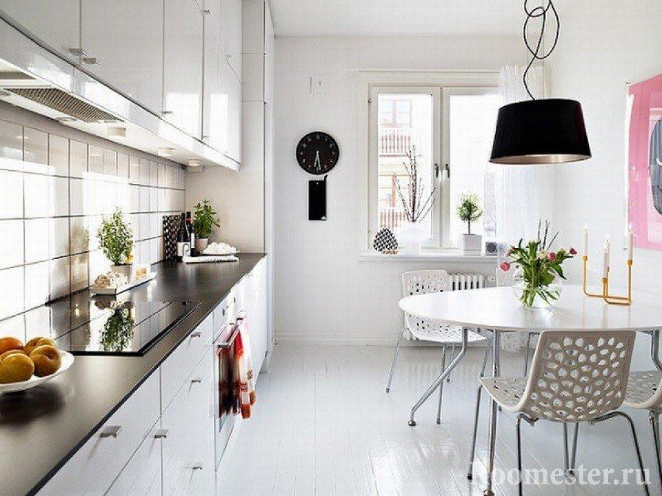 Обеденный стол в кухне