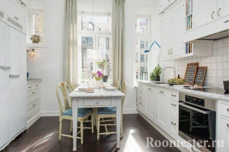 Размещение стола в узкой кухне