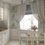 Римские шторы на окне кухни