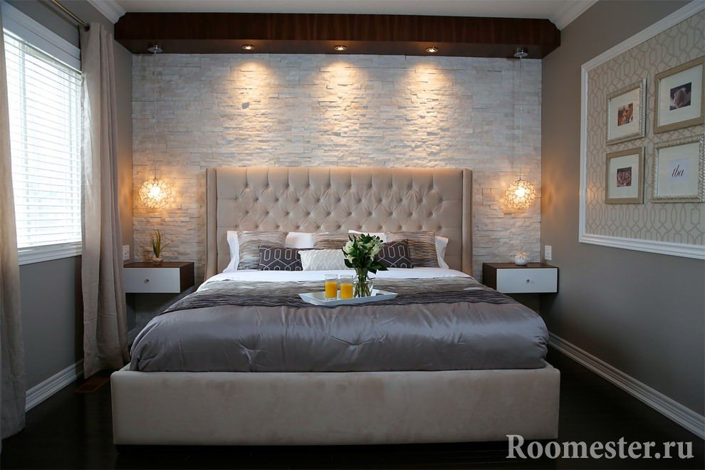 Wall made of artificial stone in the bedroom