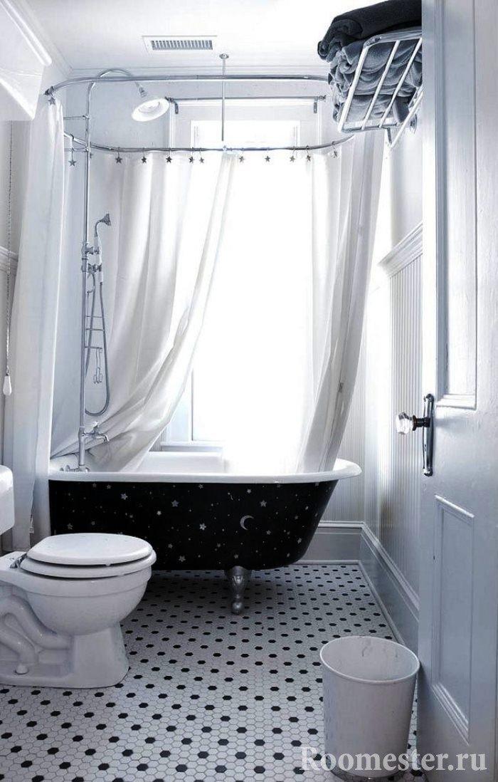 Маленькая ванная комната в белых цветах