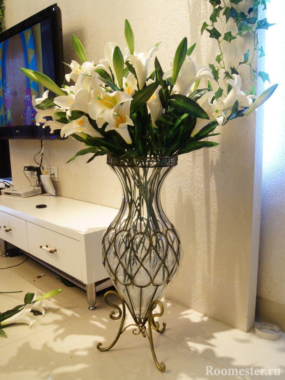 Напольная ваза на ножках