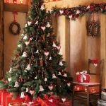 Колокольчики и сердечки на новогодней елке