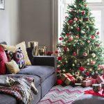 Новогодняя елка в комнате