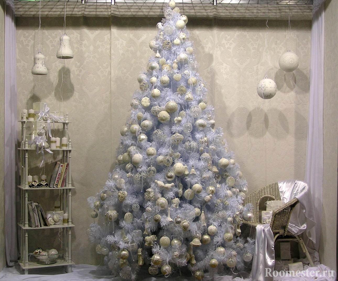 Новогодний интерьер в белом стиле