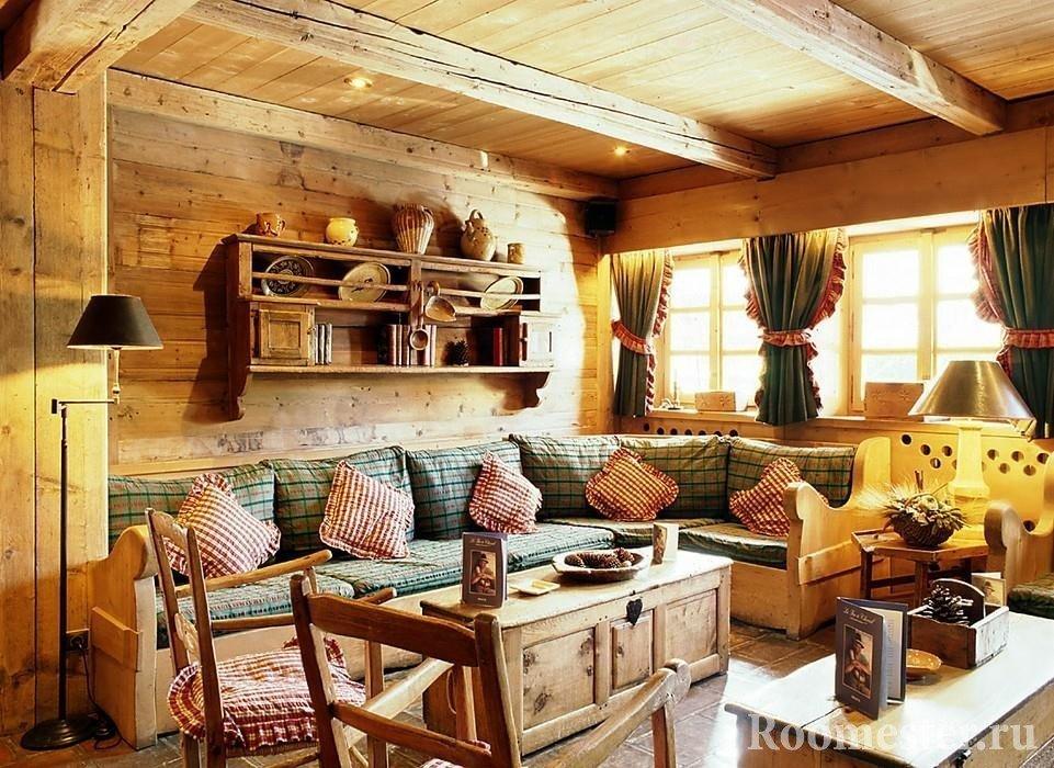 Русский стиль в интерьере гостиной с отделкой под дерево
