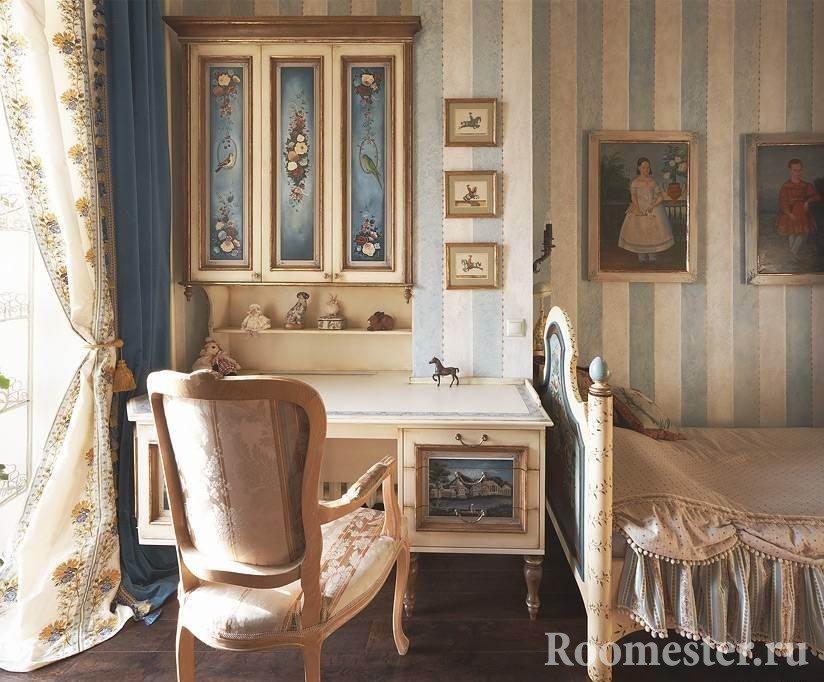 Рабочий уголок в спальне в стиле шебби-шик