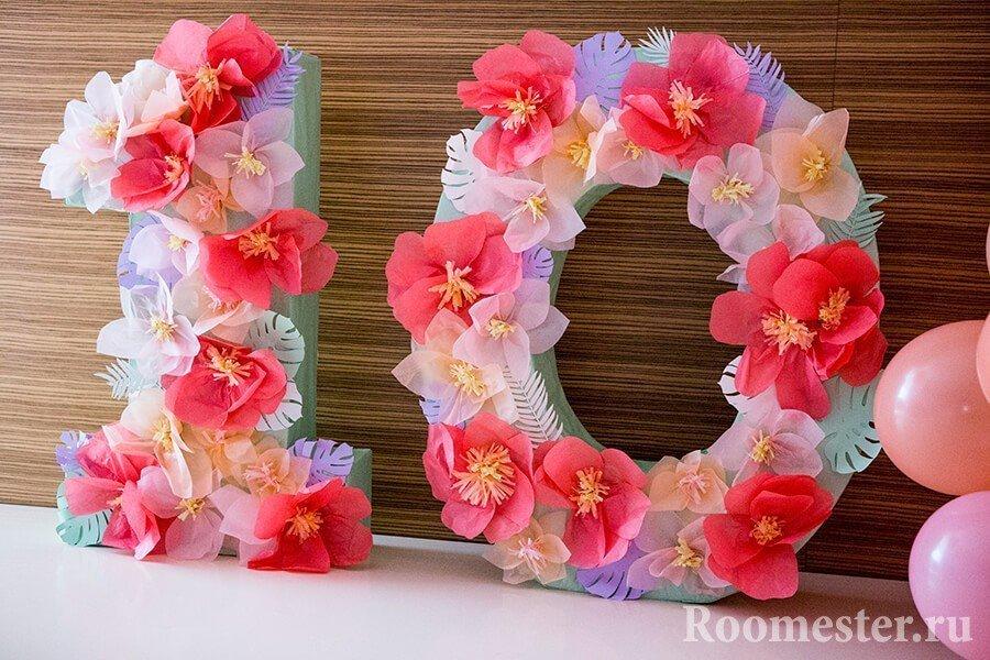 Объемный каркас украшенный цветами