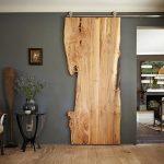 Откатная дверь из цельного куска дерева