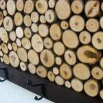 Вешалка украшенная деревянными кругляками