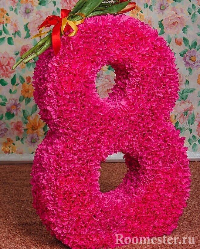 Делаем восьмерку из каркаса и украшаем бумажными цветами
