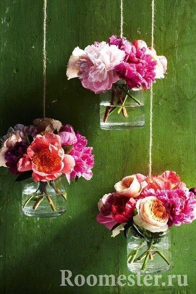 Цветы в стеклянной банке