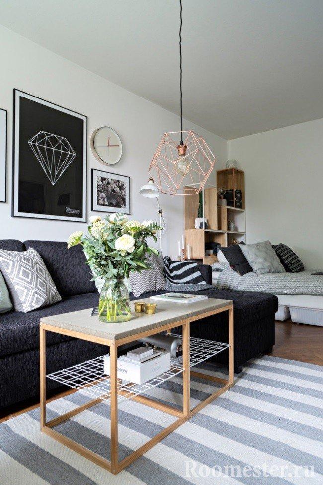 Дизайн комнаты с диваном и кроватью
