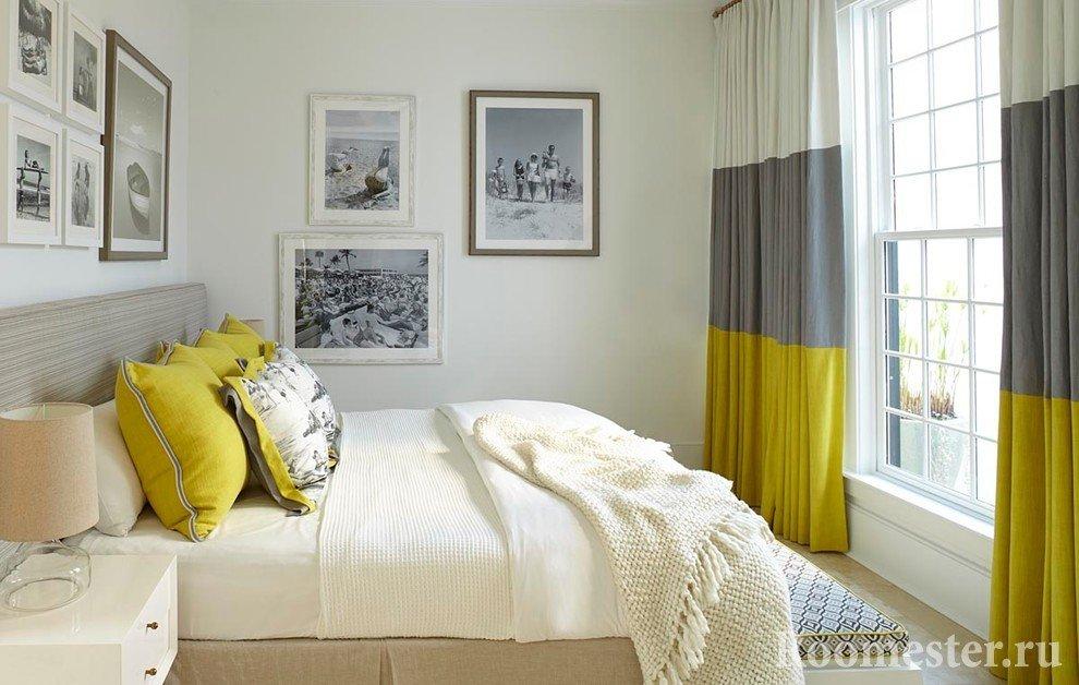 Шторы по интерьер спальни в белом сером и горчичном сочетании цветов