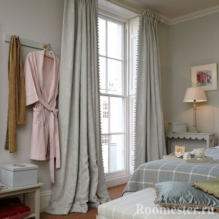 Серые шторы на окно от пола до потолка
