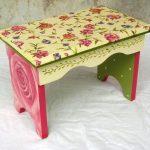 Скамейка в цветах