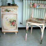 Декор тумбочки и стула в одном стиле
