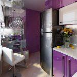 Сиреневые стены и мебель на кухне