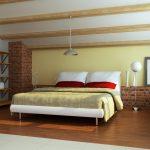 Полки на стене напротив кровати