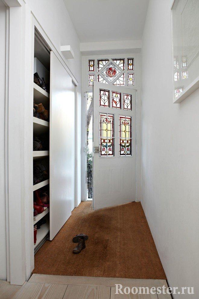 Шкаф для вещей в прихожей в доме