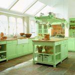 Яркая мебель на кухне