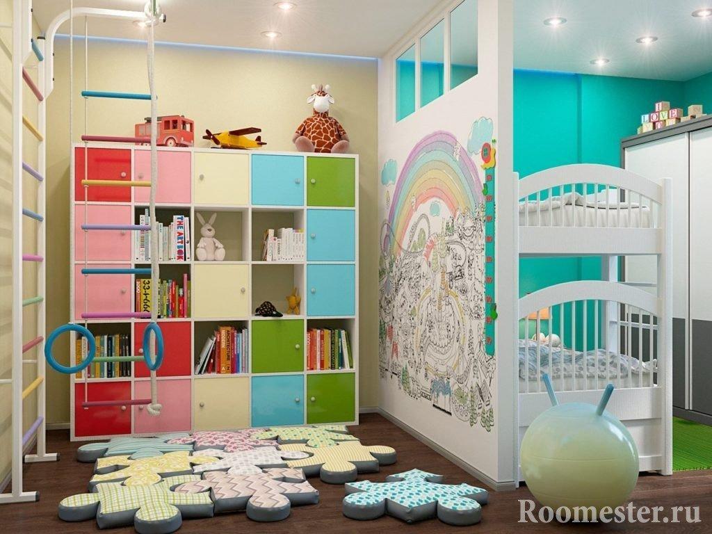 Комната с кроватью, лестницей и кольцами