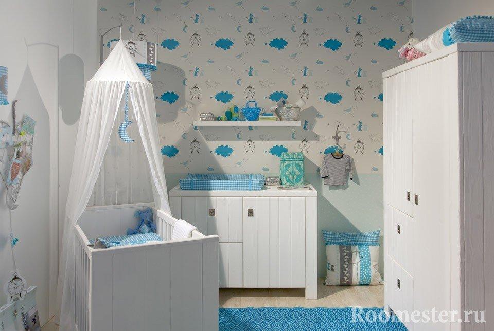 Бело-голубой интерьер детской