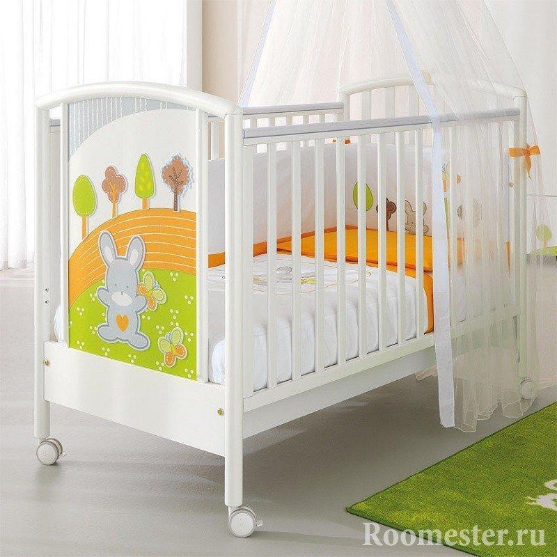 Белая кроватка