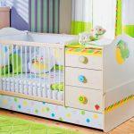 Яркая детская кроватка