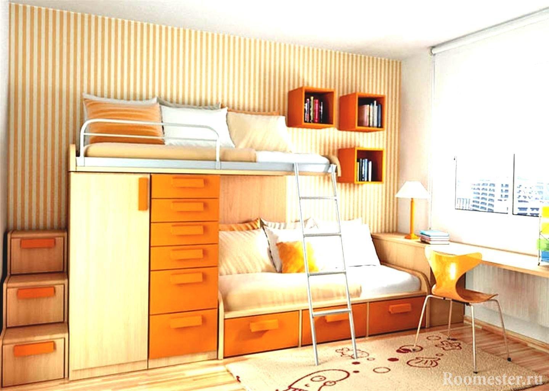 Кровать и диван с полками рядом со столом