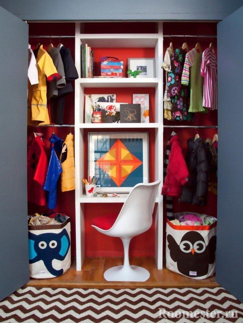 Шкаф со столом и полками для вещей