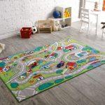 Городской сюжет на ковре в детской