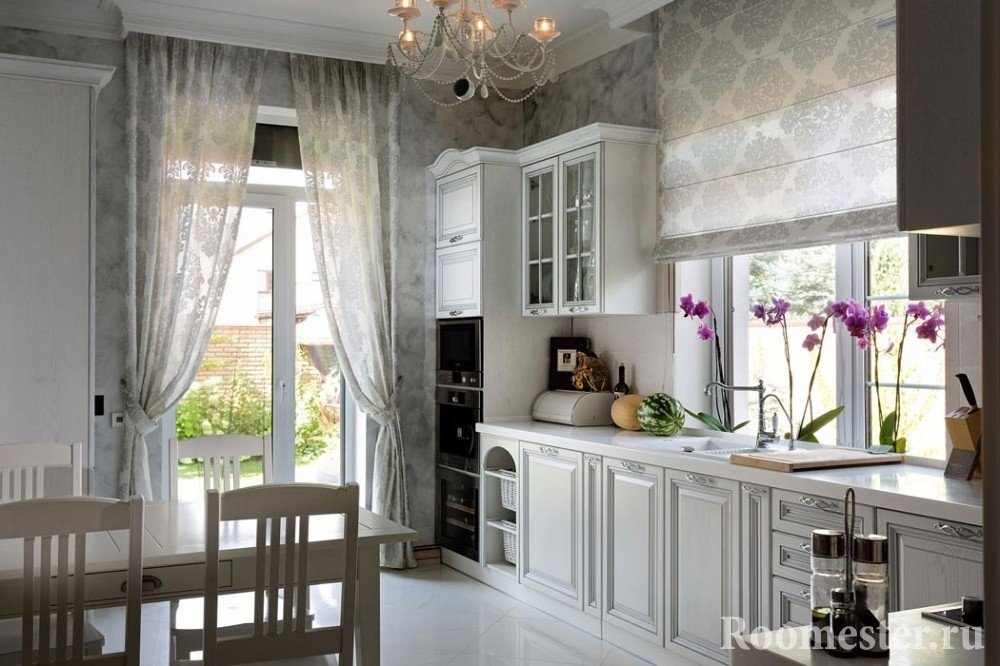 Разные типы штор на кухне