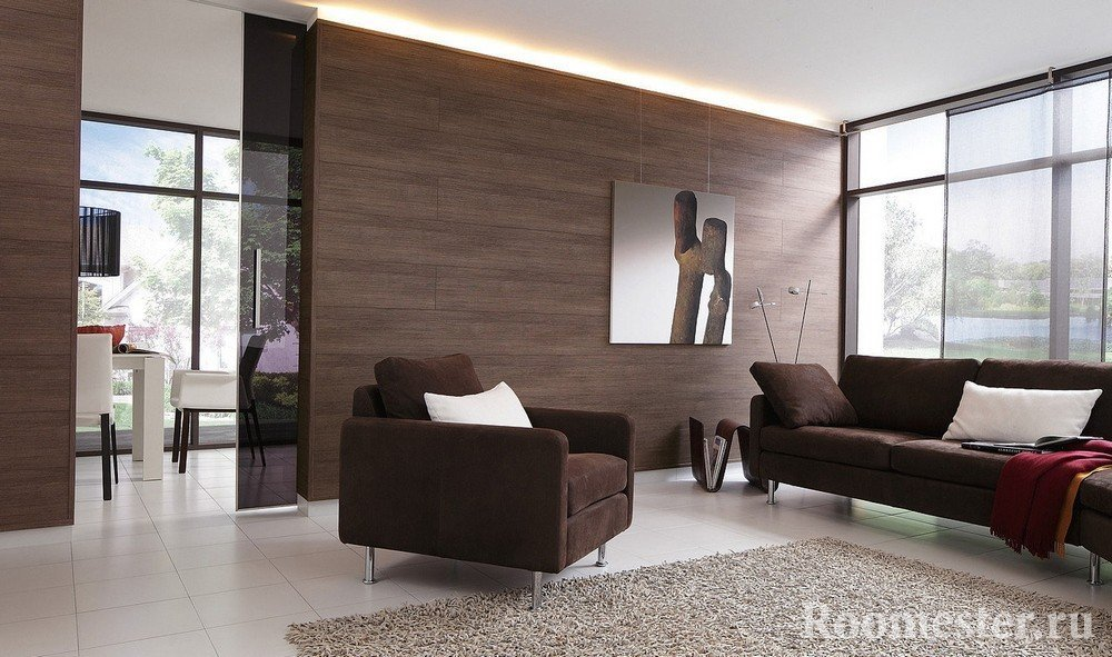 Картина на стене у кресла и дивана