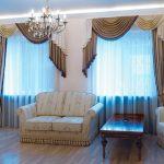 Диван, кресло и столик в гостиной