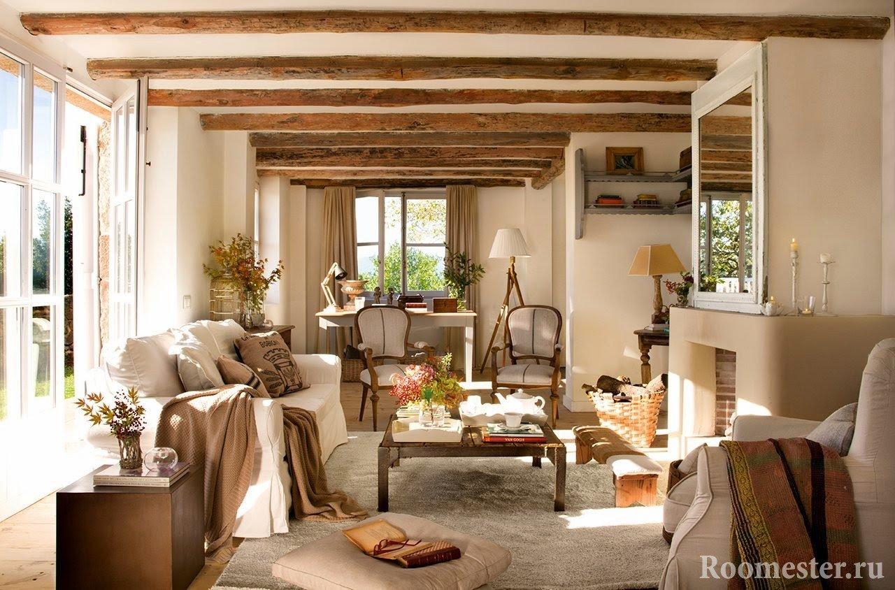 Декор в виде деревянных балок на потолке