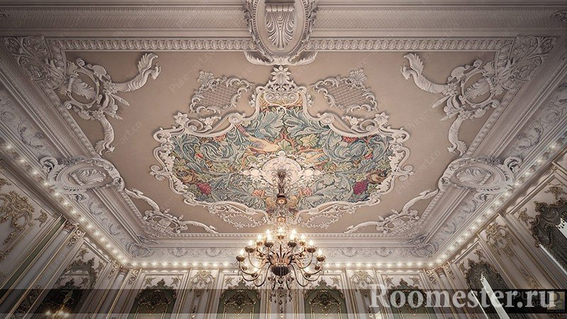 Потолок с узорами и лепниной
