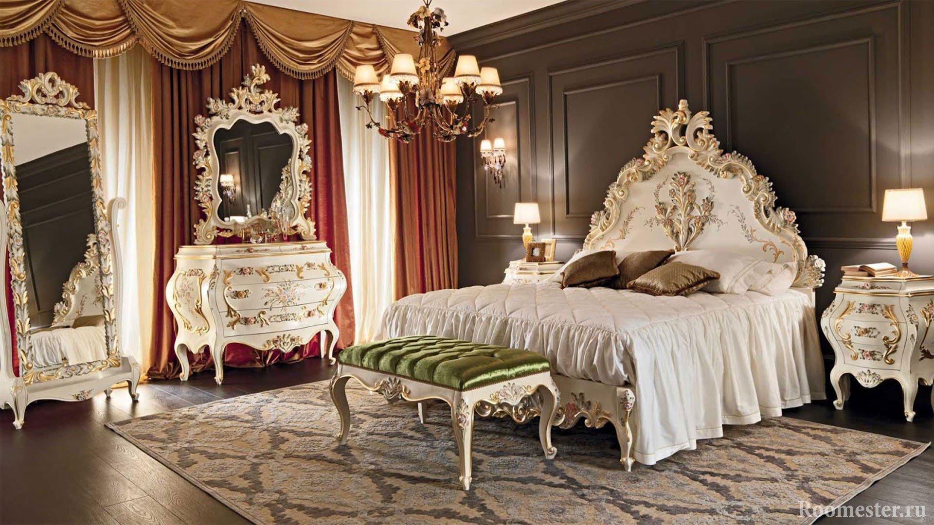 Мебель с резными узорами в спальне
