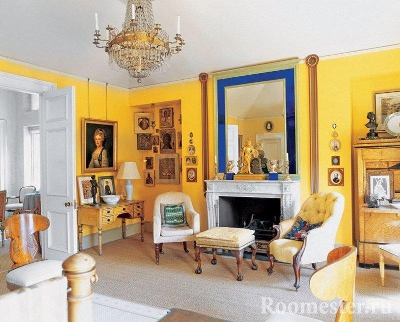 Картины на стенах в комнате