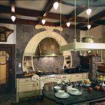 Кухня со стариной мебелью
