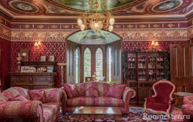 Потолок с картинами в зале