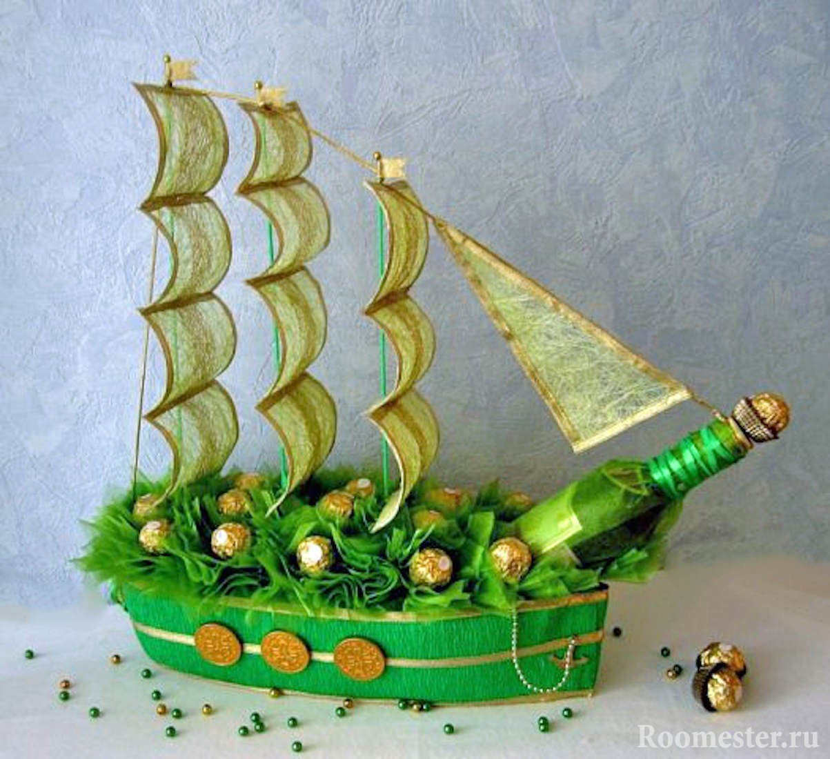 Корабль из конфет