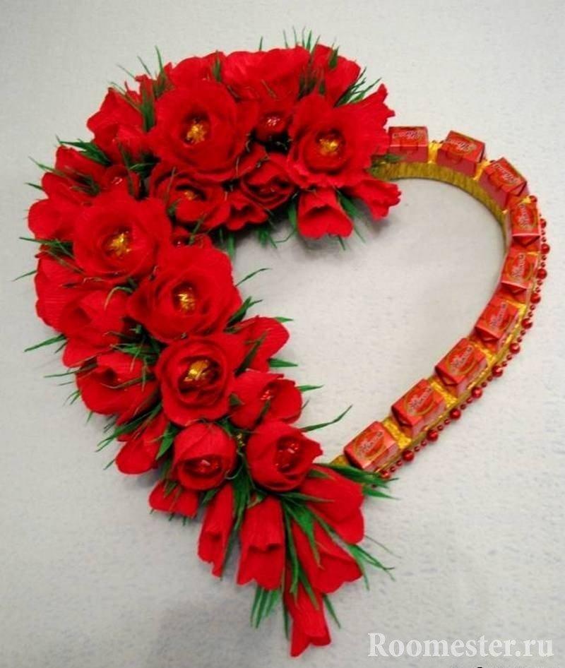 Фигура в форме сердца с розами