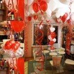 Полная комната шаров в форме сердца
