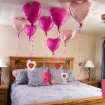 Спальня с валентинками и шарами