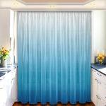Голубые занавески на кухне