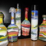 Узоры из цветной соли в бутылках